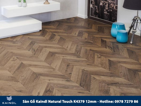 Sàn gỗ Kaindl Xương Cá K4379 12mm Phối Cảnh